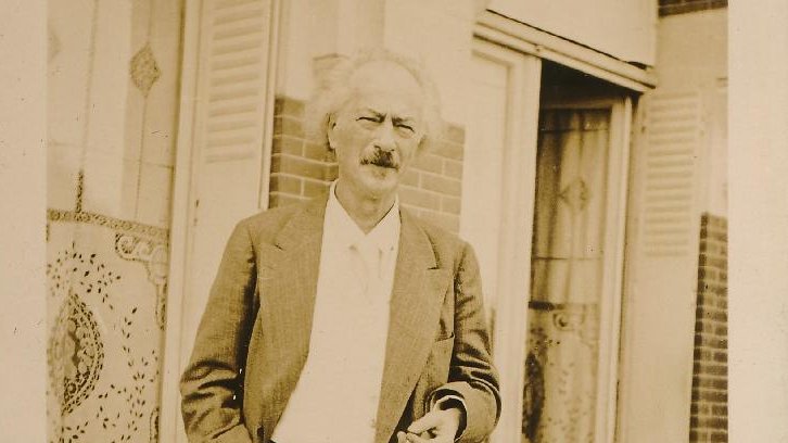 Photo of Ignacy Jan Paderewski standing in front of the building